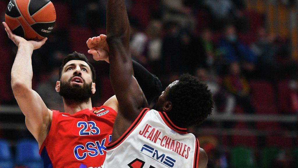 ЦСКА выиграл все игровые отрезки у Олимпиакоса, поэтому легко довёл дело до уверенной победы